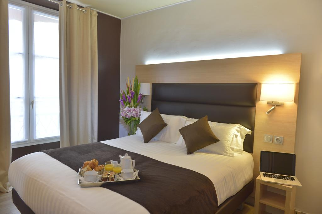 Double Room In Hotel Unic Renoir Saint Germain