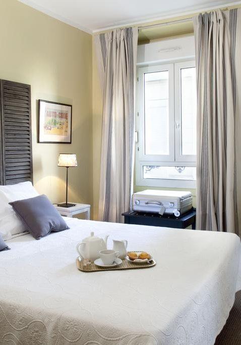 Bedroom Of Hotel Léopold Paris